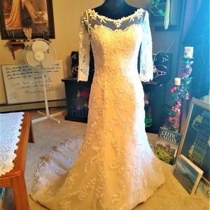 Maggie Sottero 6 Wedding Dress NWT Never Been Worn